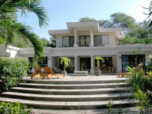 Casa Muy Grande Complejo Privado de 5 Suites en Playa Grande