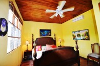 squarebedroom